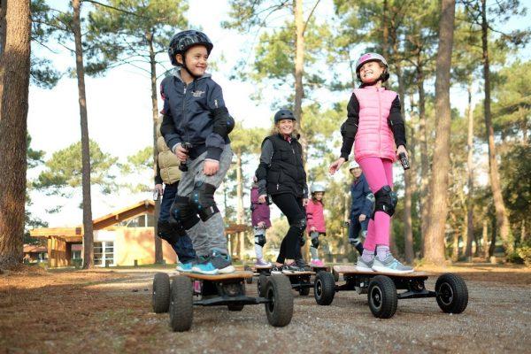 Animation skate cross électrique en famille avec iZi Rider